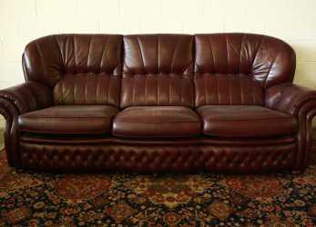 Minimalista Divano Chesterfield 4 Posti In Pelle Amaranto Originale Made In UK