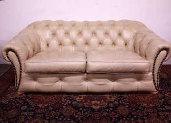 Bello Bel Divano Chesterfield / Chester 3 Posti Originale Inglese In Pelle Color Panna